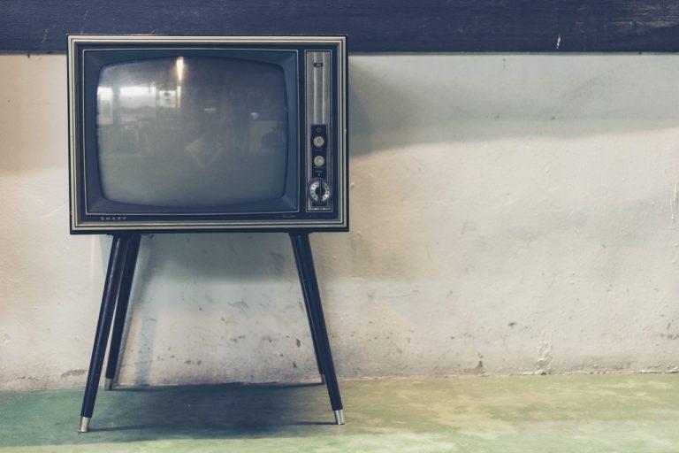 Samotny odpoczynek przed tv, czy też niedzielne filmowe popołudnie, umila nam czas wolny ,a także pozwala się zrelaksować.